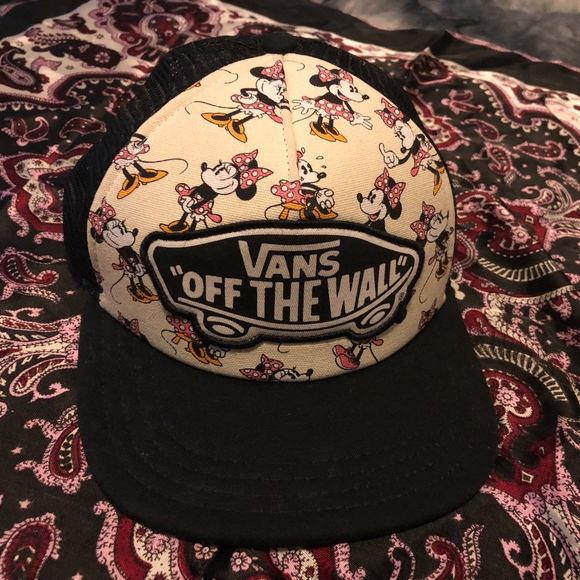 VANS Disney Minnie Mouse Womens Trucker Hat. M 5a3c22261dffdad68d002ea0 eb690386784